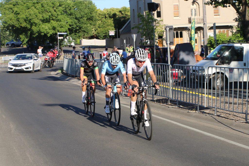 the break away of three riders in the mens U19 road race