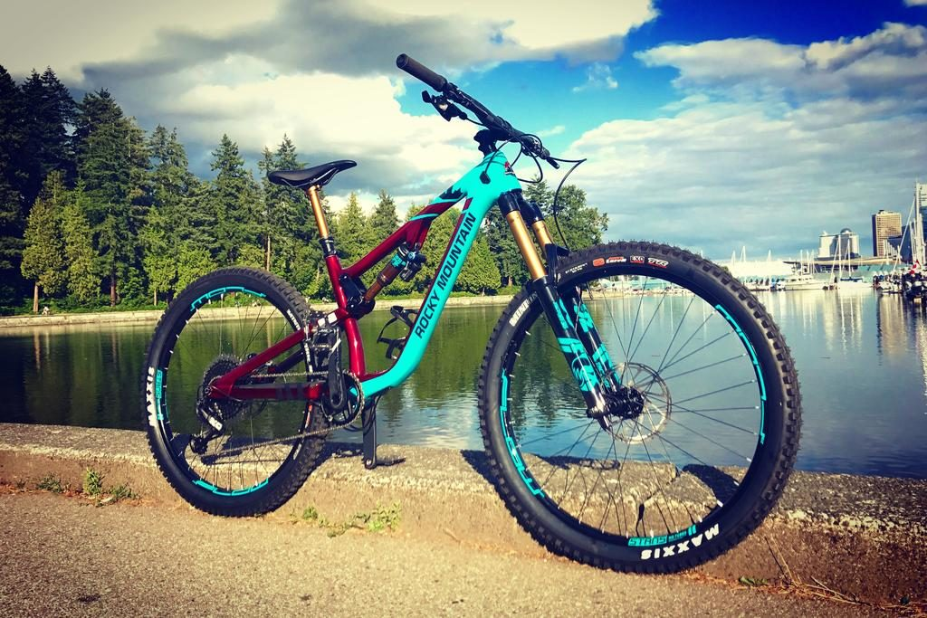 https://www.bikechaser.com.au/bikes-for-sale/keyword:rocky-mountain-altitude-carbon